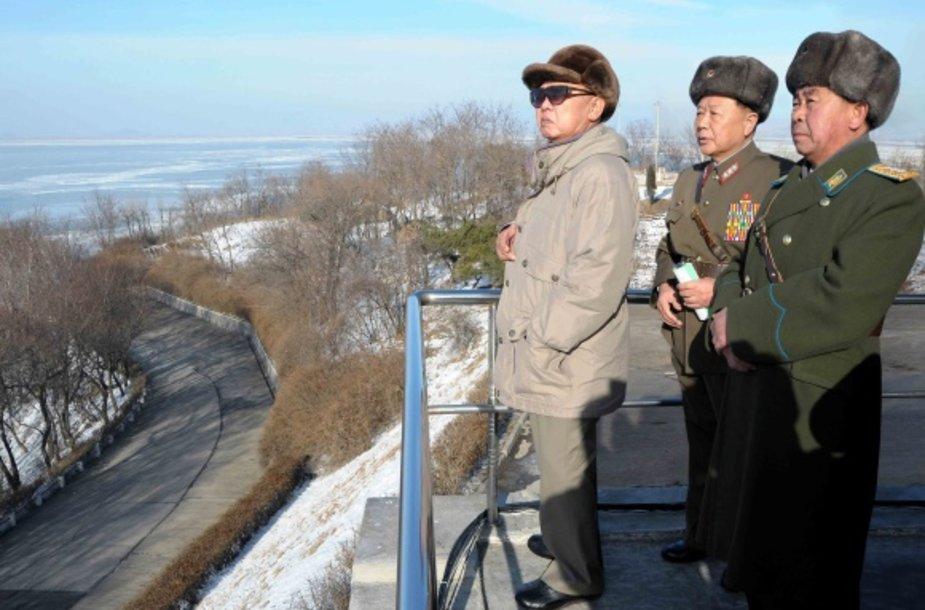 Kim Jong-il (kairėje)