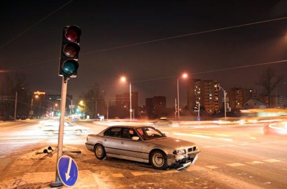Naktinė BMW avarija