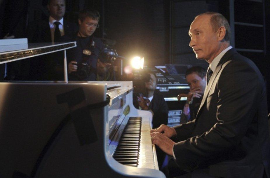 Vladimiras Putinas groja teatre