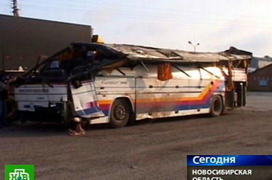 Avariją patyręs autobusas