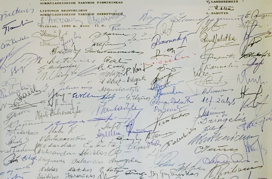 Signatarų parašai ant Lietuvos nepriklausomos valstybės atstatymo akto