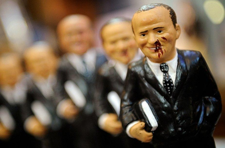 Italijoje jau galima įsigyti suvenyrinių sužeisto Silvio Berlusconi skulptūrėlių.