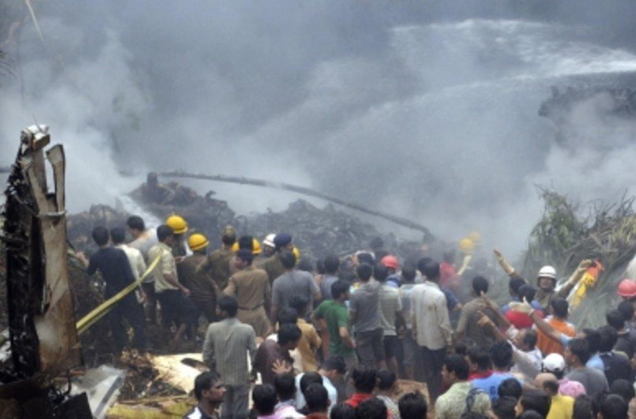 """Indijoje sudužo keleivinis lėktuvas """"Boeing 737-800"""""""