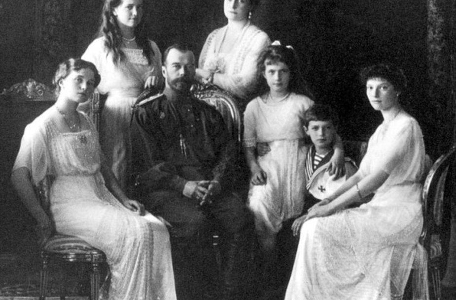 Nikolajus II su šeima
