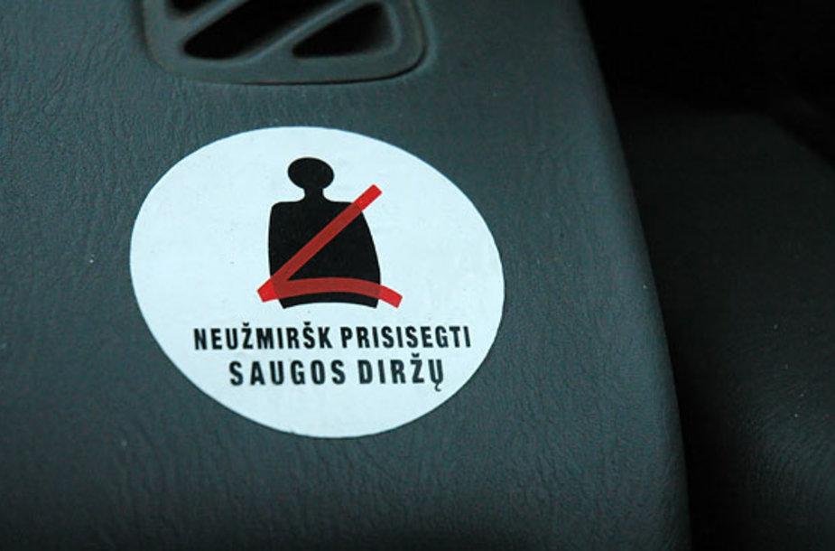 Neužmiršk prisisegti saugos diržų!
