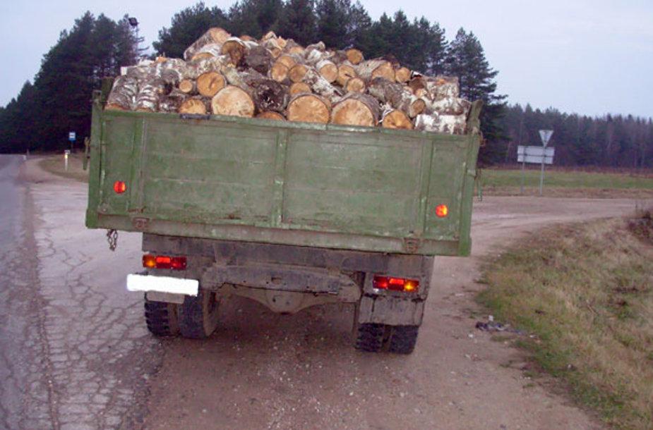 Sunkvežimis su malkomis