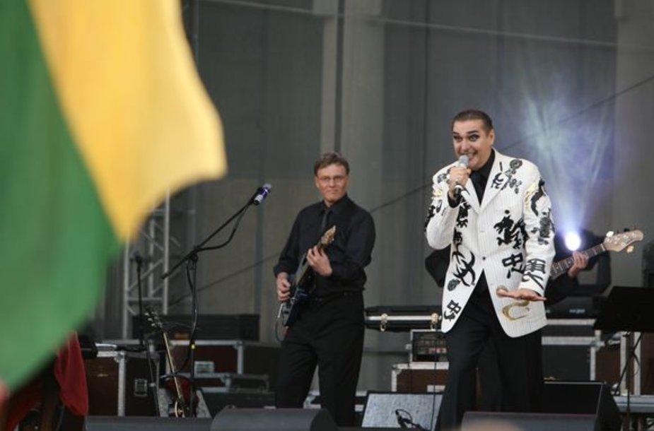 """Norą dalyvauti koncerte """"Su Lietuva – už """"Žalgirį"""" jau pareiškė daugiau nei 30 žinomų šalies atlikėjų. Tikimasi, jog iki sekmadienio jų atsiras dar daugiau."""