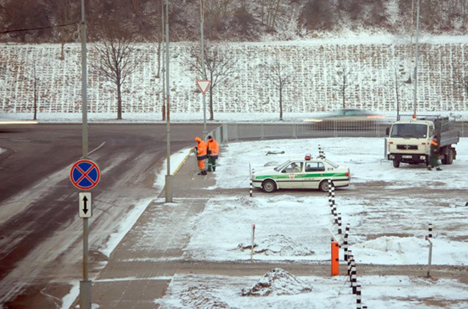 Antradienio rytą Seimas tveriasi tvoromis.