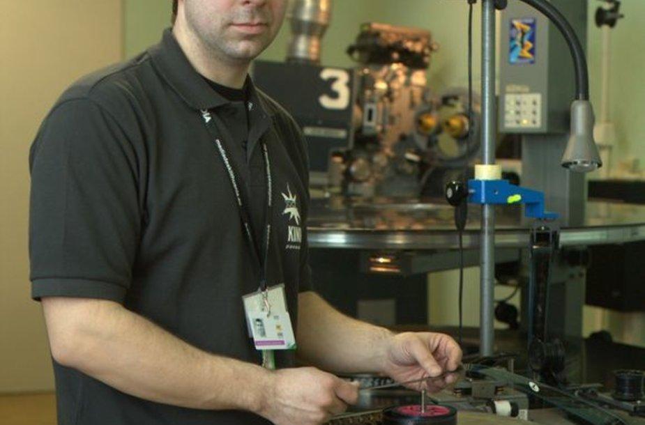 Psak festivalio kino techniko G.Kazlausko, tam, kad kino juosta būtų parengta seansui, prireikia bent 1-1,5 val.
