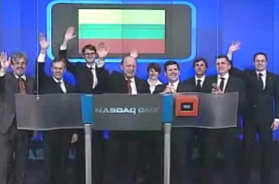 """Andrius Kubilius ir visa delgacija per """"Nasdaq"""" akcijų biržos rytinės prekybos sesijos atidarymo ceremoniją."""