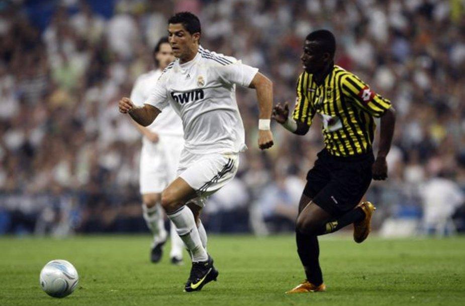"""C.Ronaldo bando atsiplėšti nuo """"Al-Ittihad"""" komando žaidėjo"""