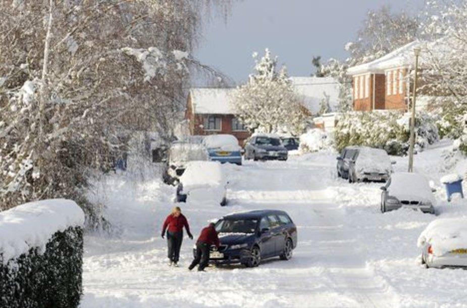 Didžiosios Britanojos gyventojams sniegas pridarė rūpesčių.