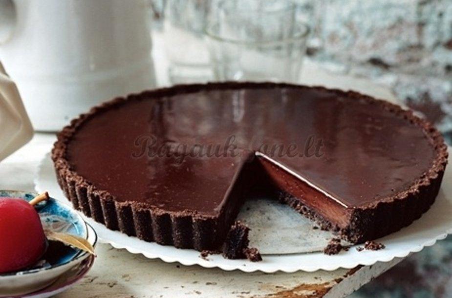 Šokoladinis pyragas – visų smaližių svajonė, nustebinsianti intensyviu skoniu.