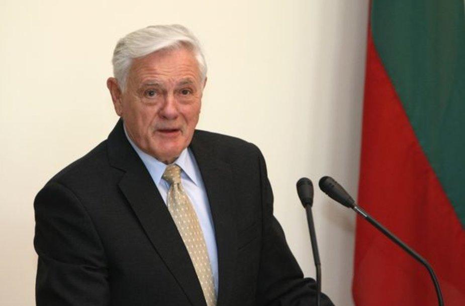 Prezidentas siūlo surengti referendumą dėl dvigubos pilietybės.
