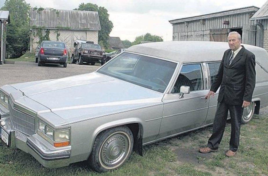 Seniūnas J.Juravičius priverstas ieškoti vairuotojo, galinčio nemokamai padėti miroslaviškiams.