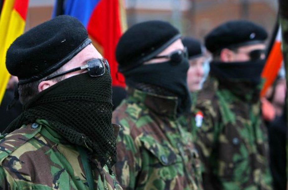 INLA aktyvistų žygis Litl Brėjaus gatvėmis prieš paskelbiant apie ginkluotos kovos atsisakymą.