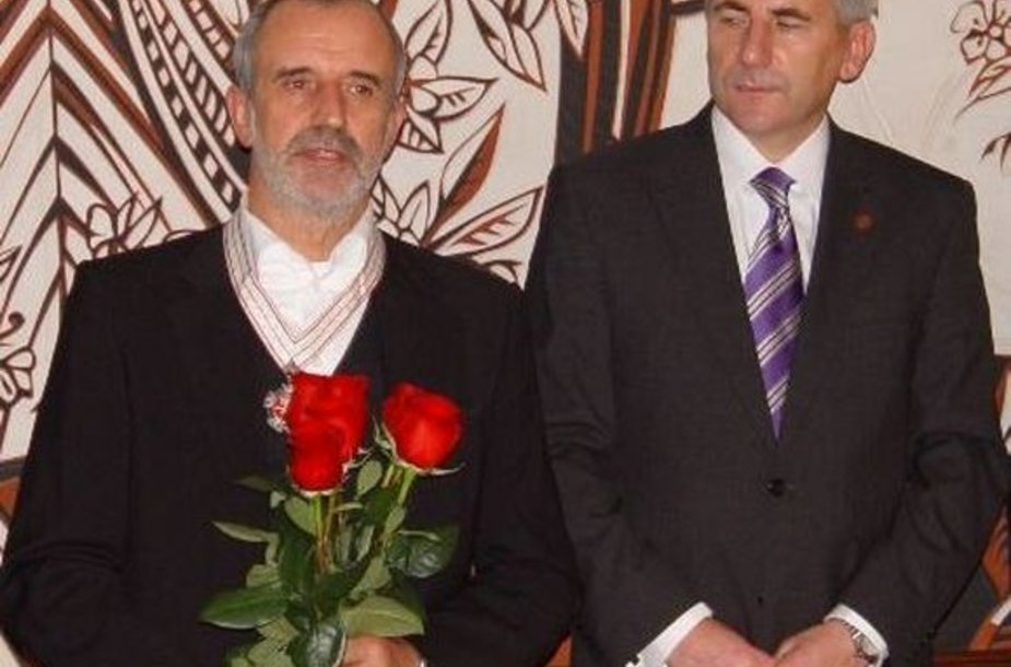 Režisierius R.Tuminas (kairėje) ir užsienio reikalų ministras V.Ušackas