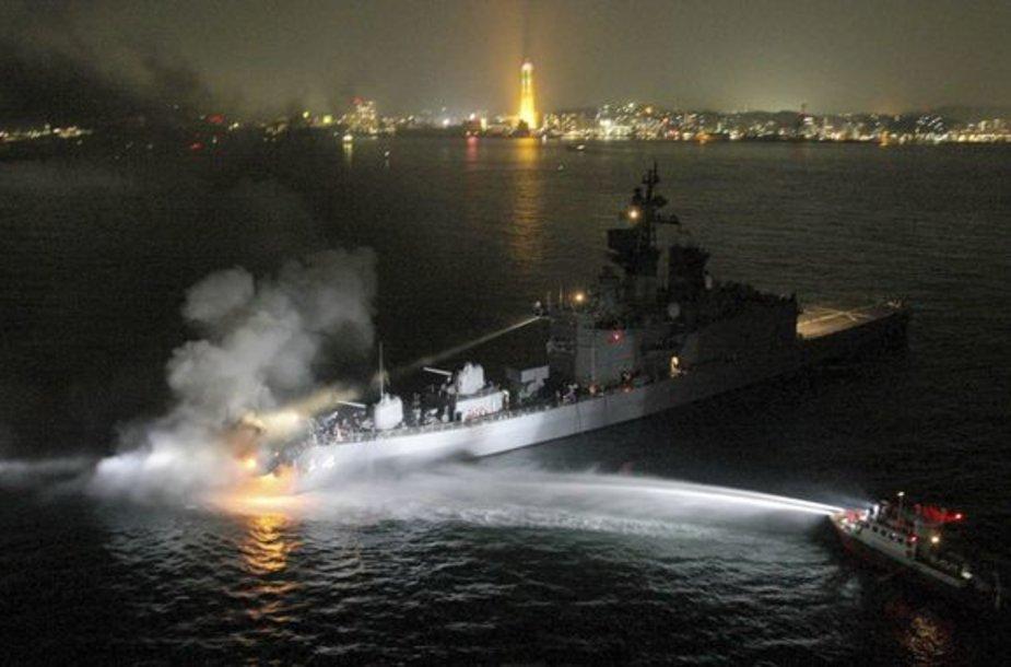 Pietinėje Japonijos pakrantėje susidūrė du laivai.