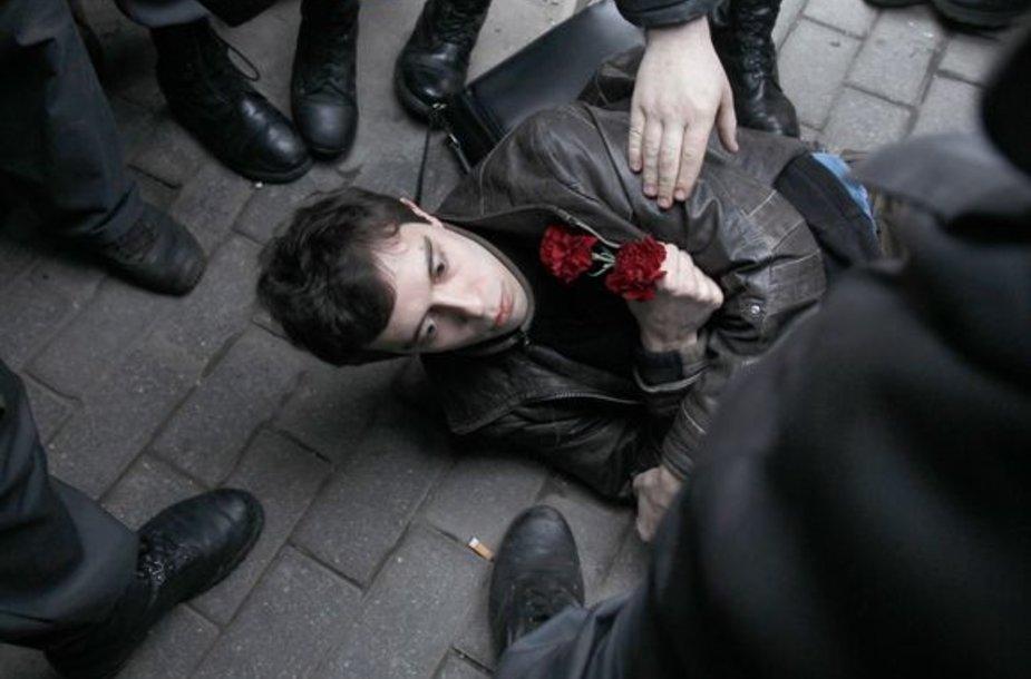 Maskvoje milicija sulaiko opozicijos aktyvistus.