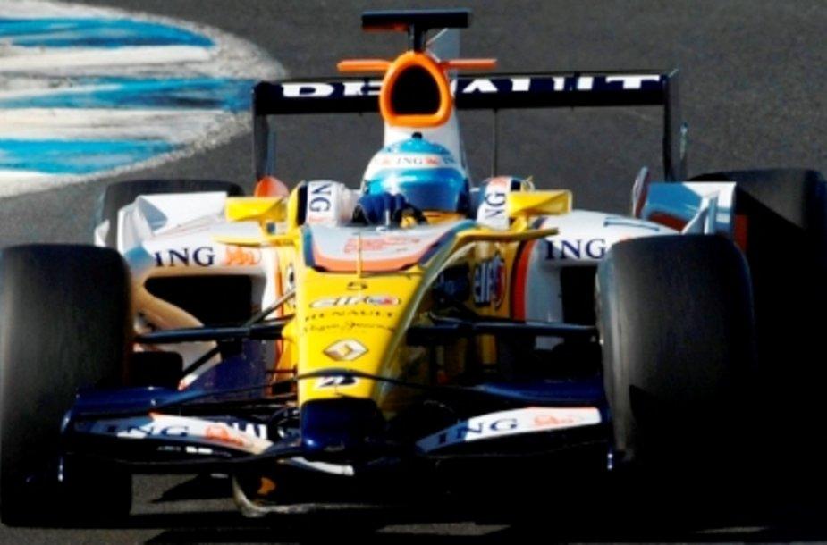 """Naujasis """"Renault"""" bolidas dar nėra patikimas"""
