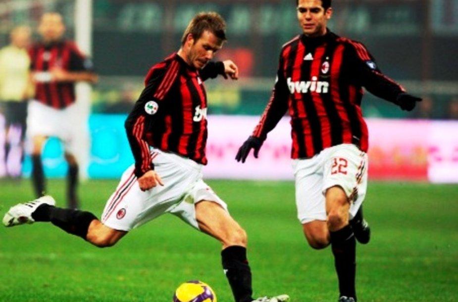 Davidas Beckhamas ir Kaka futbolo aikštėje