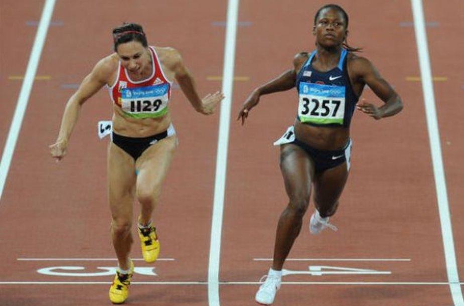 Lauryn Williams (dešinėje)