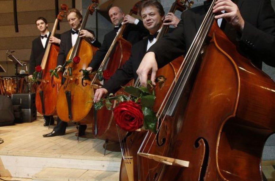 Lietuvos valstybinio simfoninio orkestro styginių grupės muzikantai