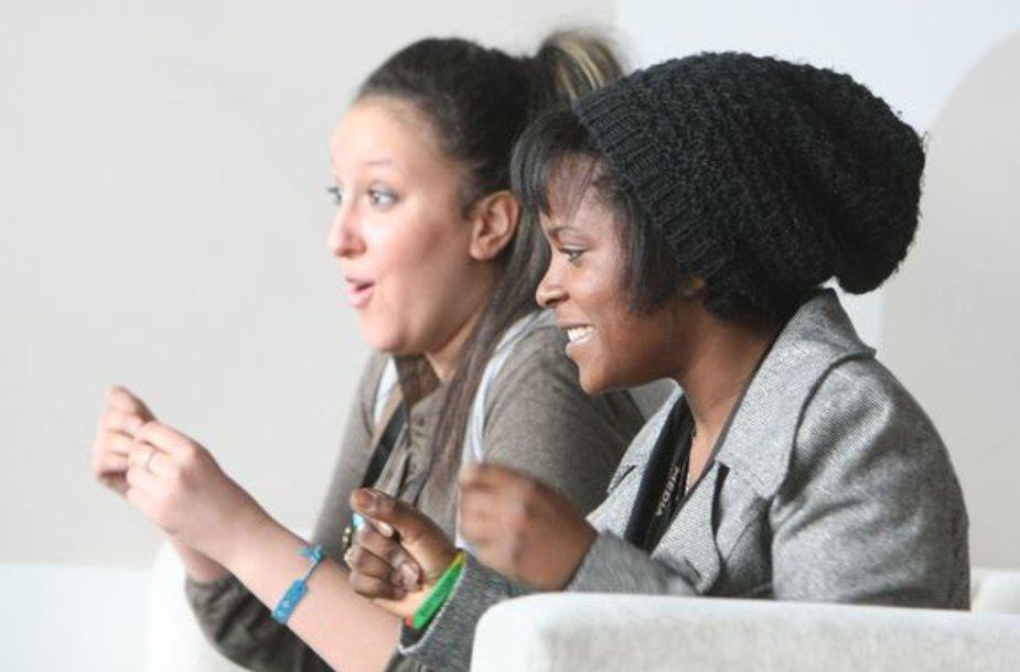 "Filmo ""Tarp sienų"" aktorės Esmeralda Ouertani ir Rachel Regulier"