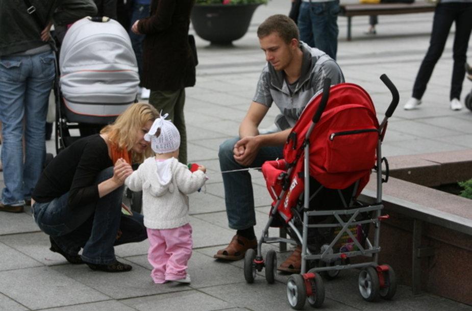 Protestuojantys tėveliai