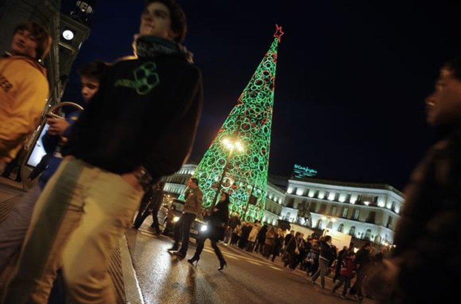 Pačioje Madrido širdyje – Puerta del Sol aikštėje įžiebta Kalėdų eglė.