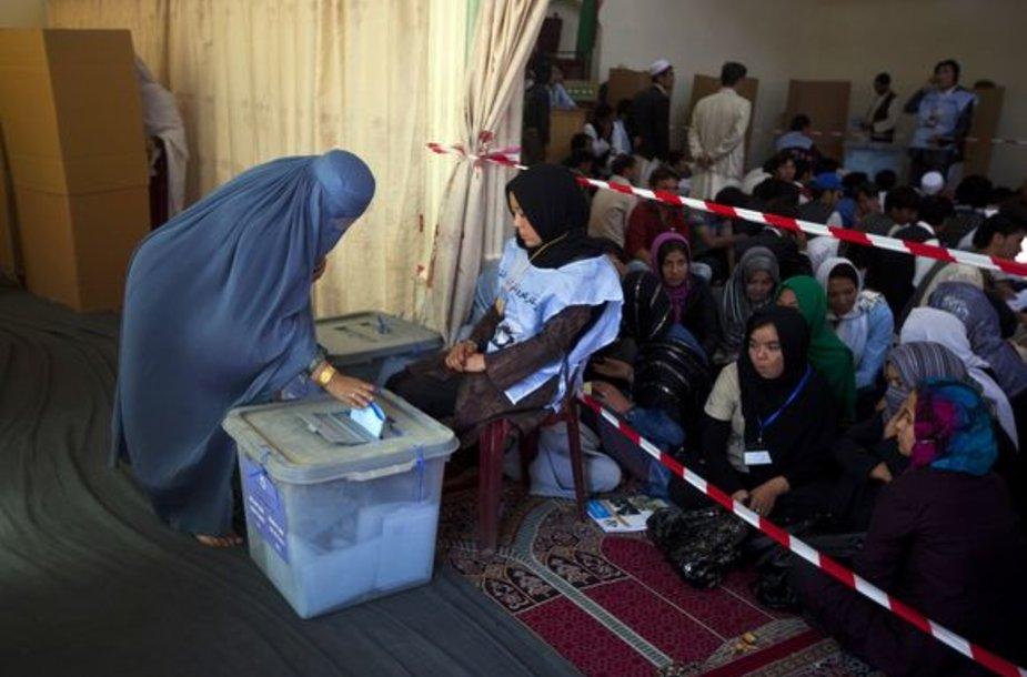 Afganistane šeštadienį vyksta parlamento rinkimai.