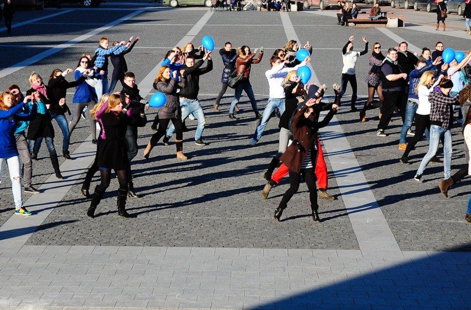 ŠOKALYNĖ Vilniaus rotušės aikštėje – įžanga į Vilniaus kolegijos Verslo vadybos fakulteto reklamos dienas REDI 2012.