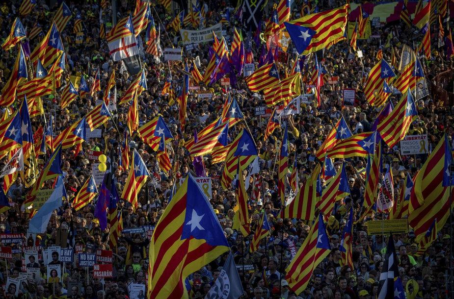 Tūkstančiai katalonų separatistų šeštadienį išėjo į Madrido gatves.
