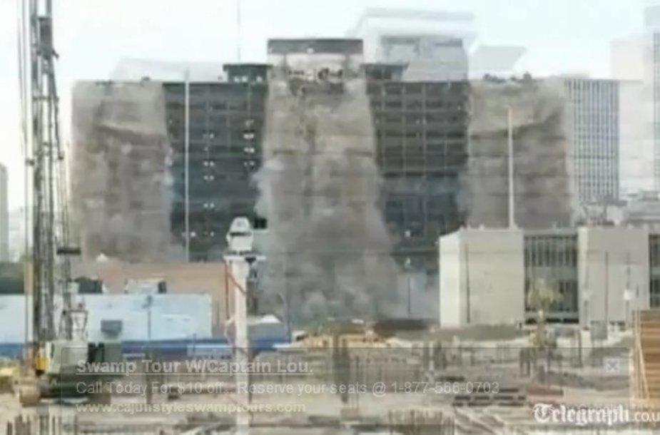 Naujajame Orleane viešbutis nugriautas vos per dešimt sekundžių.