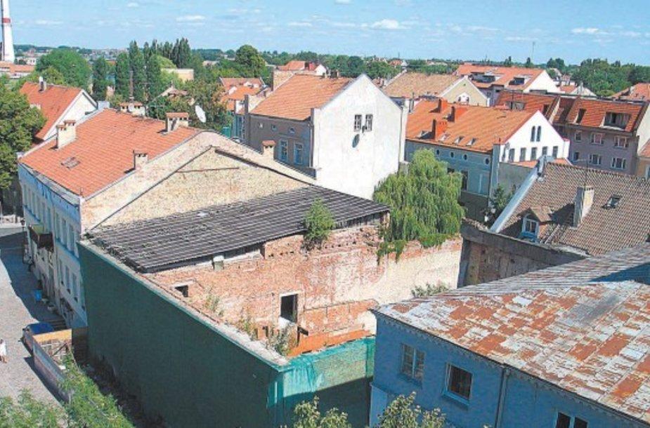 "1995 m. sudegęs ""Baltijos"" kino teatras darko Klaipėdos senamiestį."