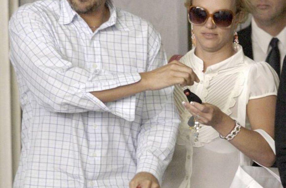 Britney Spears susižadėjo su Jasonu Trawicku?