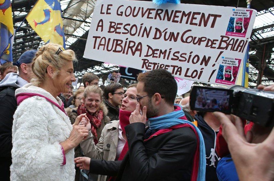 Gėjų santuokų priešininkų mitingas Paryžiuje