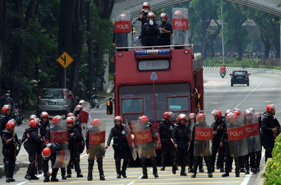 Šeštadienį Malaizijoje policija išvaikė masinę protesto akciją, į kurią buvo susirinkę 10 tūkst. žmonių.