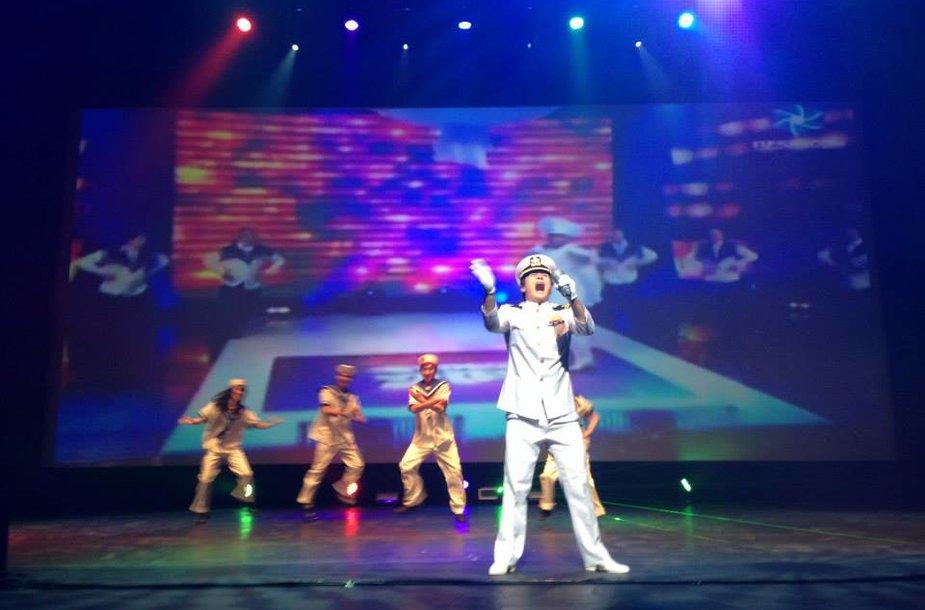 Studentų šokis pagal R.Cicino dainą.