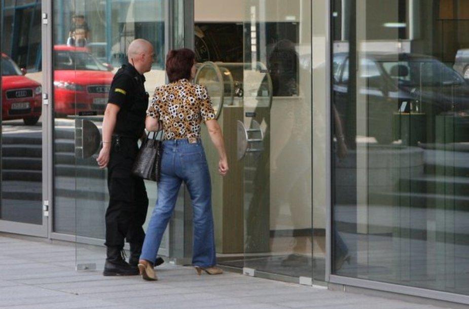Įžūlus nusikaltėlis penktadienio popietę Vilniuje iš prabangios laikrodžių parduotuvės pavogė kelis brangius laikrodžius.