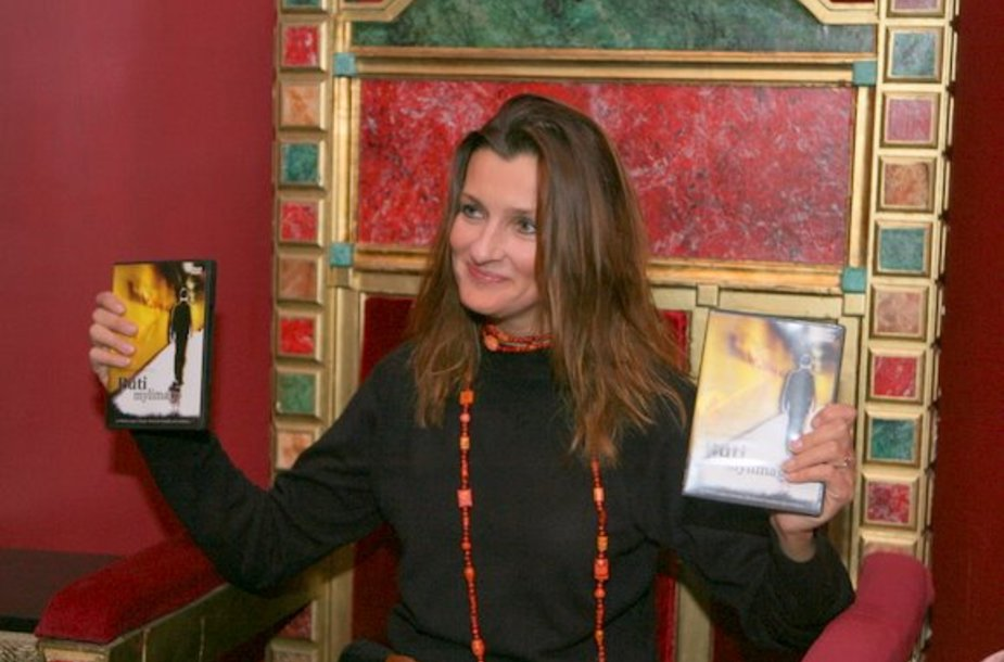 """Ketvirtadienio vakarą Vilniaus kino teatre """"Pasaka"""" įvyko jaudinančio režisierės Inesos Kurklietytės filmo """"Būti mylimam"""" pristatymas."""