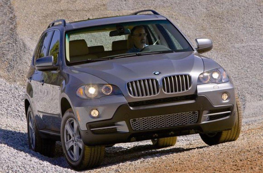 Legendinis BMW X5 švenčia 10 metų jubiliejų.