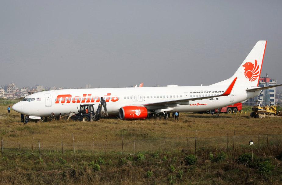Nepalo oro uoste nuo tako nuslydo keleivinis lėktuvas.