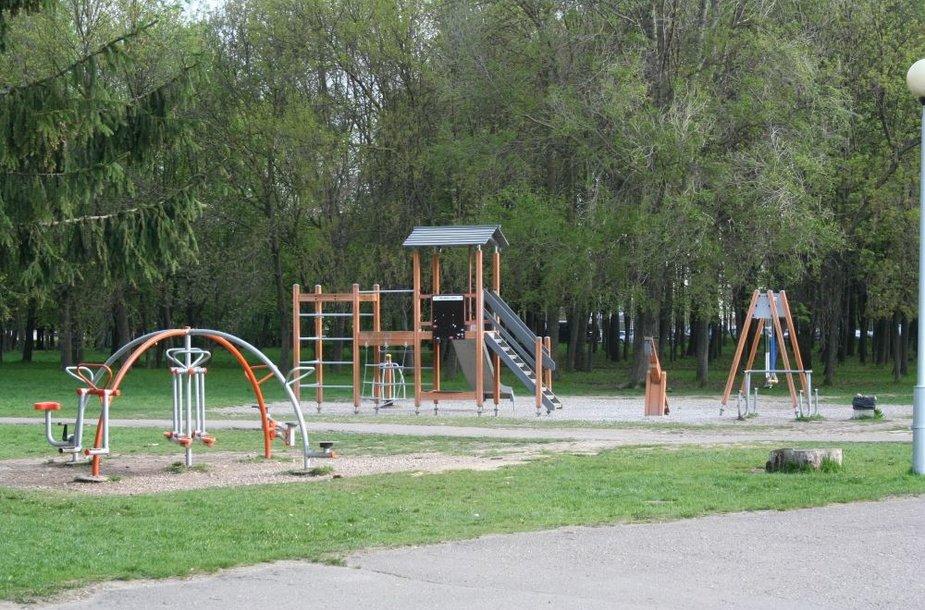 Žaidimų aikštelės didelio džiaugsmo teikia ne tik mažiesiems kauniečiams, bet ir jų mamoms, nes moterims nebereikia rūpintis, kad vaikai parke neturės ką veikti.