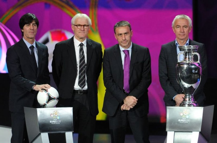 B grupės rinktinių treneriai: Joachimas Loewas (Vokietija), Mortenas Olsonas (Danija), Paulo Bento (Portugalija), Bertas Van Marwijkas (Olandija).
