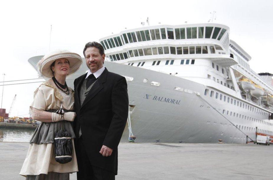 "Legendinio ""Titaniko"" reisą kartojo laineris ""MS Balmoral""."