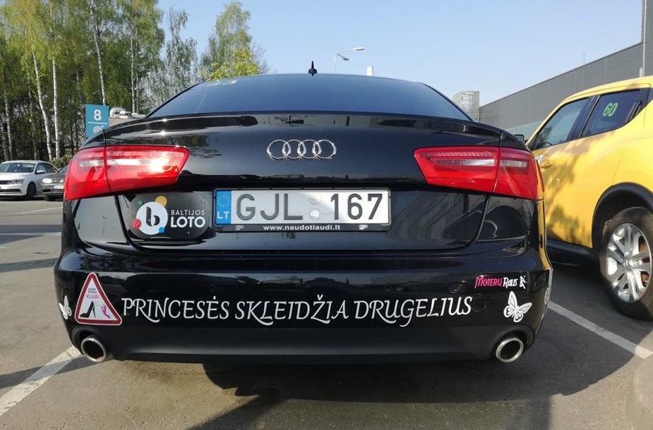 """15min skaitytojų balsai lėmė ekipažo """"Baltijos lotoprincesės"""" automobilio """"Audi A6"""" pergalę."""