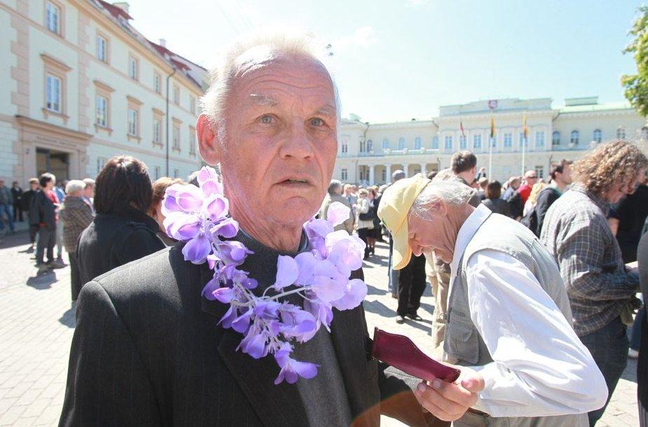 """Drąsiaus Kedžio šalininkų minia Vilniuje susirinko į """"Teisingumo eiseną"""""""