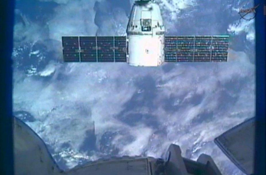 """Kosminė kapsulė """"Dragon"""" pasiekė Tarptautinę Kosminę Stotį"""