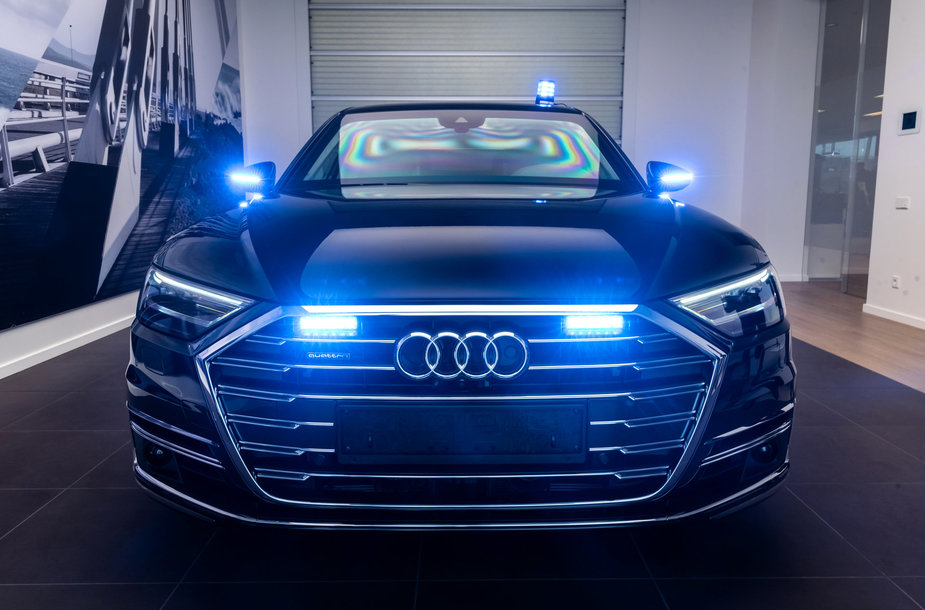 "Šarvuota ""Audi A8 Security"""